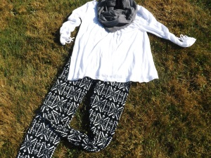 fall esentials printed leggings outfit