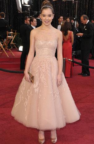 Hailee-Steinfeld-Oscars-style-2011