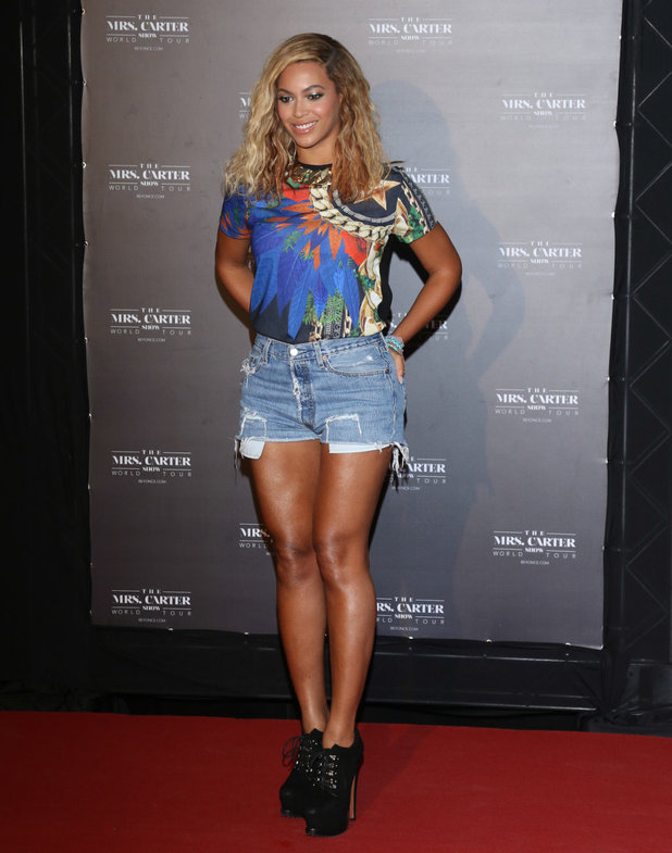beyonce-brazil-denim-shorts